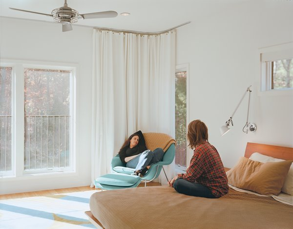 Design Classic: Eero Saarinen's Womb Chair - Photo 4 of 10 - In the master suite of this Long Island home, an Emma Gardner rug matches a Womb chair, perfect for lounging. Photo by João Canziani.