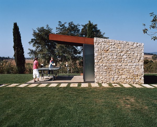 Podere 43 allows for an endless array of leisure activities like ping-pong.