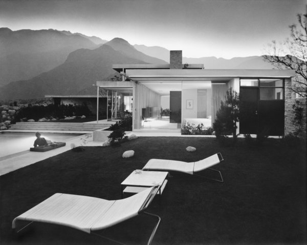 Vienna–born architect Richard Neutra designed the Kaufmann House in Palm Springs in 1947 for Edgar Kaufmann, Sr., the Jewish owner of a trendsetting Pittsburgh department store. Jewish architectural photographer Julius Schulman captured the striking home in this image.