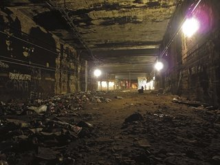 A section of tunnel in the NYC subway. Photo courtesy Jurne.
