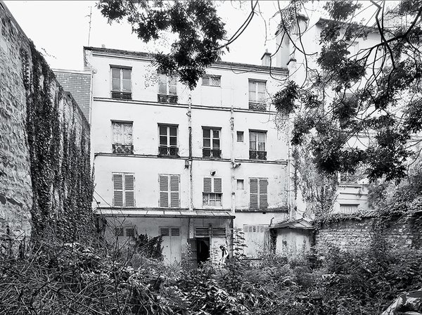How California Style Influenced a Group Home in Paris - Photo 2 of 10 - The site was an overgrown apartment building when Brambilla arrived.