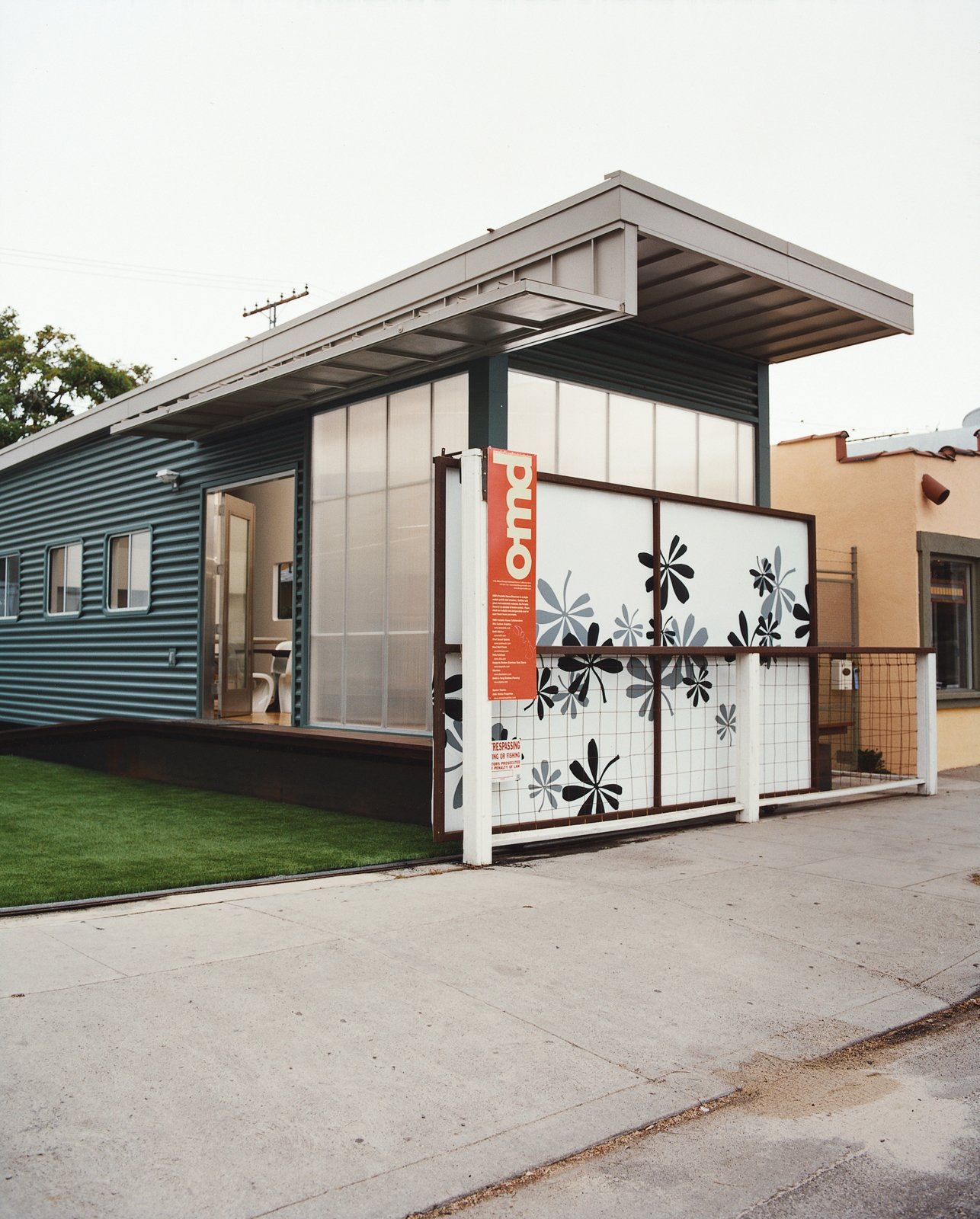 """Outdoor and Living Space Room Type Jennifer Siegal's other house is the portable ShowHouse, a 720-square-foot example of her factory-built prefab housing, wedged in among the boutiques and coffee bars on trendy Abbott Kinney Boulevard in Venice. """"I set it up so people would have a place to come and kick the tires,"""" Siegal jokes. """"What does modern prefab feel like?""""  Photo 10 of 14 in Method Lab"""