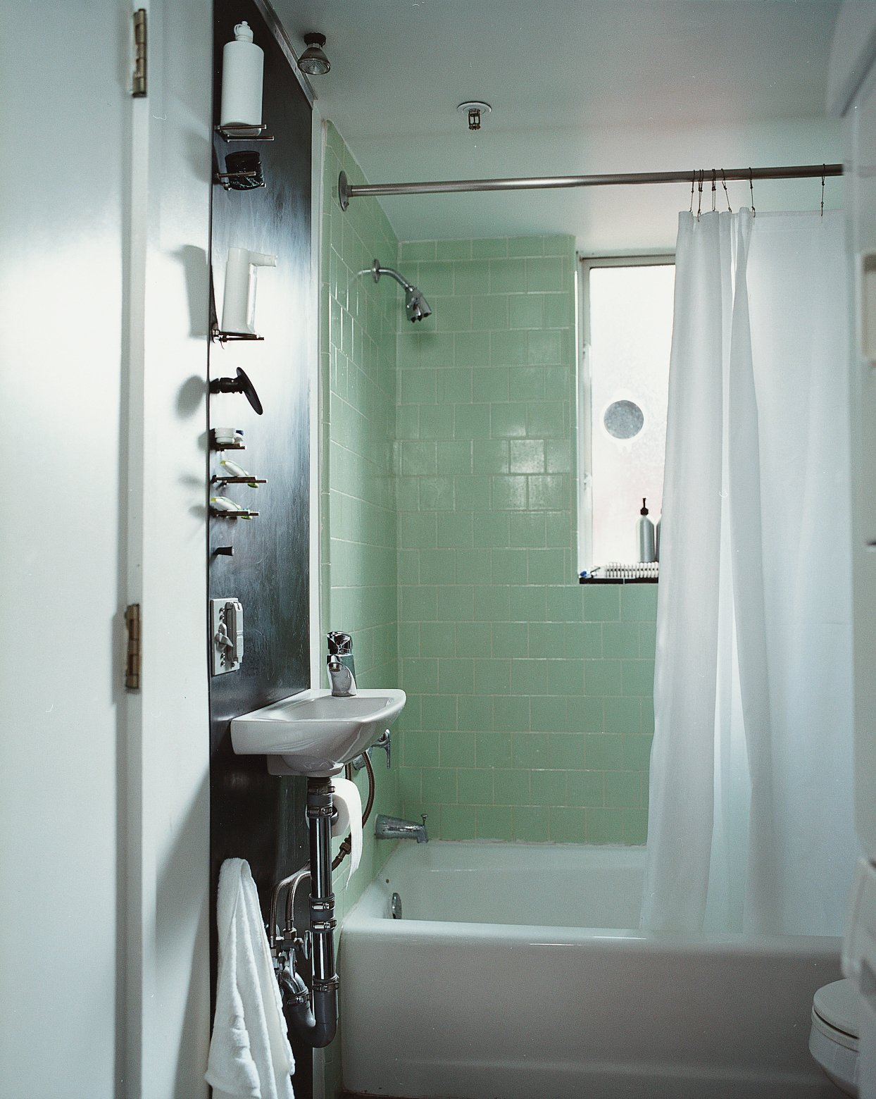 """In the bathroom, they did """"basically surface things,"""" says Im.  Photo 7 of 11 in Modern Mixed Use in San Diego"""