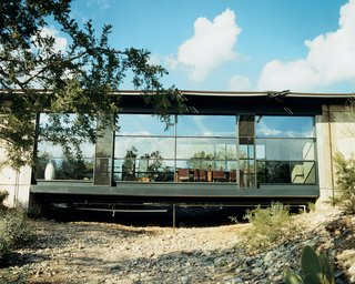 The plan is simple: Two rectangles are connected by a bridge that traverses a desert wash. The effect of the light shining into the glass-walled living room is what first attracted Sette and Shikany to the house.
