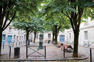 Bordeaux, France - Photo 4 of 9 -