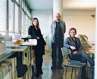 In 1995, Einar Jarmund (center) and his childhood friend and classmate at the Oslo School of Architecture Håkon Vigsnæs (seated) founded the firm in Oslo in 1995. In 2004 the firm expanded, adding Alessandra Kosberg (left) as the third partner. Photo by Pia Ulin.