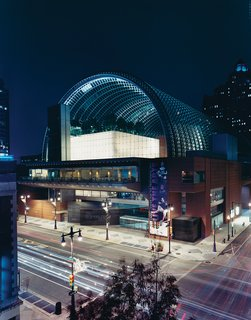 The Kimmel Center, designed by Rafael Viñoly, offers classical music.