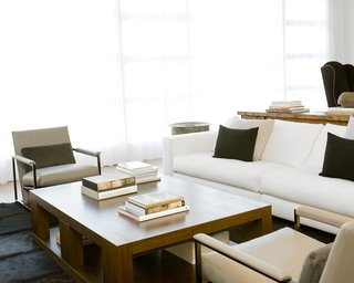 Hollis outfitted the living room with a sofa and lounge chairs from Minotti, a coffee table from Holly Hunt, and custom built-in bookcases (see previous photo) by CHM.Photo by <br><br>Ben Mayorga Photography