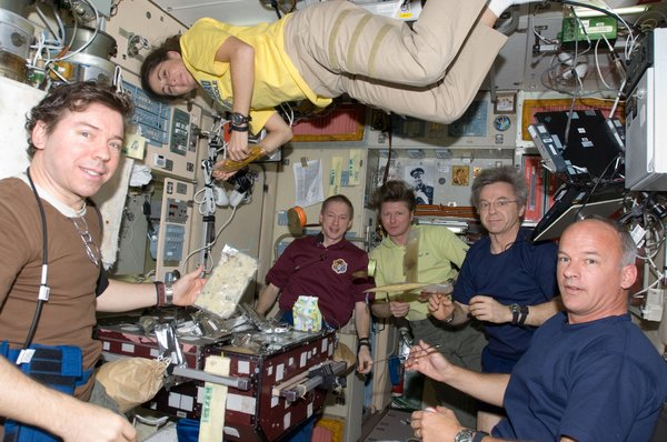 Crew members on the ISS share a meal near the galley in the Zvezda Service Module. Pictured from the left are NASA astronaut Michael Barratt, Expedition 19/20 flight engineer; European Space Agency astronaut Frank De Winne, Expedition 20 flight engineer and Expedition 21 commander; Russian cosmonaut Gennady Padalka, Expedition 19/20 commander; Canadian Space Agency astronaut Robert Thirsk, Expedition 20/21 flight engineer; and NASA astronaut Jeffrey Williams, Expedition 21 flight engineer and Expedition 22 commander; along with NASA astronaut Nicole Stott, Expedition 20/21 flight engineer. Photo taken October 5, 2009. Image courtesy of NASA.