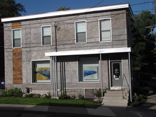 Engraved House - Photo 1 of 17 - The main street elevation holds the entrance to the cosmetics confectionary, which exhibits a whale diptych by Griffin in the windows. The artist dedicated this side of the building to the air, and carved a flock of birds flying.