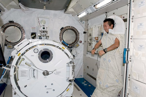 The ground-control crew sets all the schedules, including when to eat and sleep, since the day's 16 sunsets quickly become disorienting. In the ISS's Kibo laboratory, Koichi Wakata sleeps while secured to the wall in a sleeping bag. Image courtesy of NASA.
