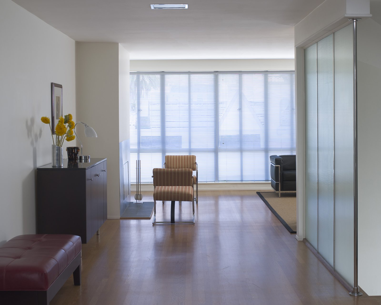 Here you get a pretty clear idea of how much light Overway gets in his living room. Raise the blinds and thank heavens you're a couple floors up, because the views of the northern slopes of Pacific Heights are splendid. Photo by Mark Darley.  Photo 7 of 12 in Neutra's Overway-Schiff House