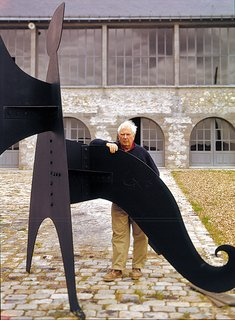 An Interview With Frank Lloyd Wright's Photographer Pedro E. Guerrero - Photo 8 of 8 - Guerrero captured Alexander Calder in front his studio in Sache, France.
