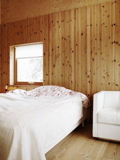 This bedroom makes use of the same monochrome simplicity of the rest of the house, another nod to the integrity of the exposed pine boards.