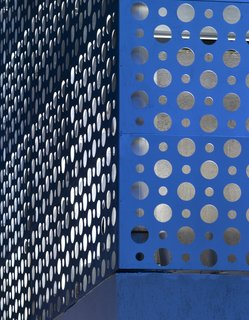 The aluminum cladding was left its original silver color; Khanna and Schultz note that it reflects the surrounding colors and can read anywhere in the spectrum from blue to white.