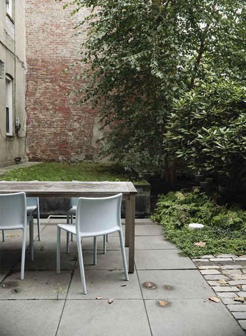 Outdoor and Back Yard A quartet of Jasper Morrison Air Chairs for Magis provide outdoor seating.  Photo 20 of 28 in Family Home Renovation in Brooklyn