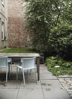A quartet of Jasper Morrison Air Chairs for Magis provide outdoor seating.