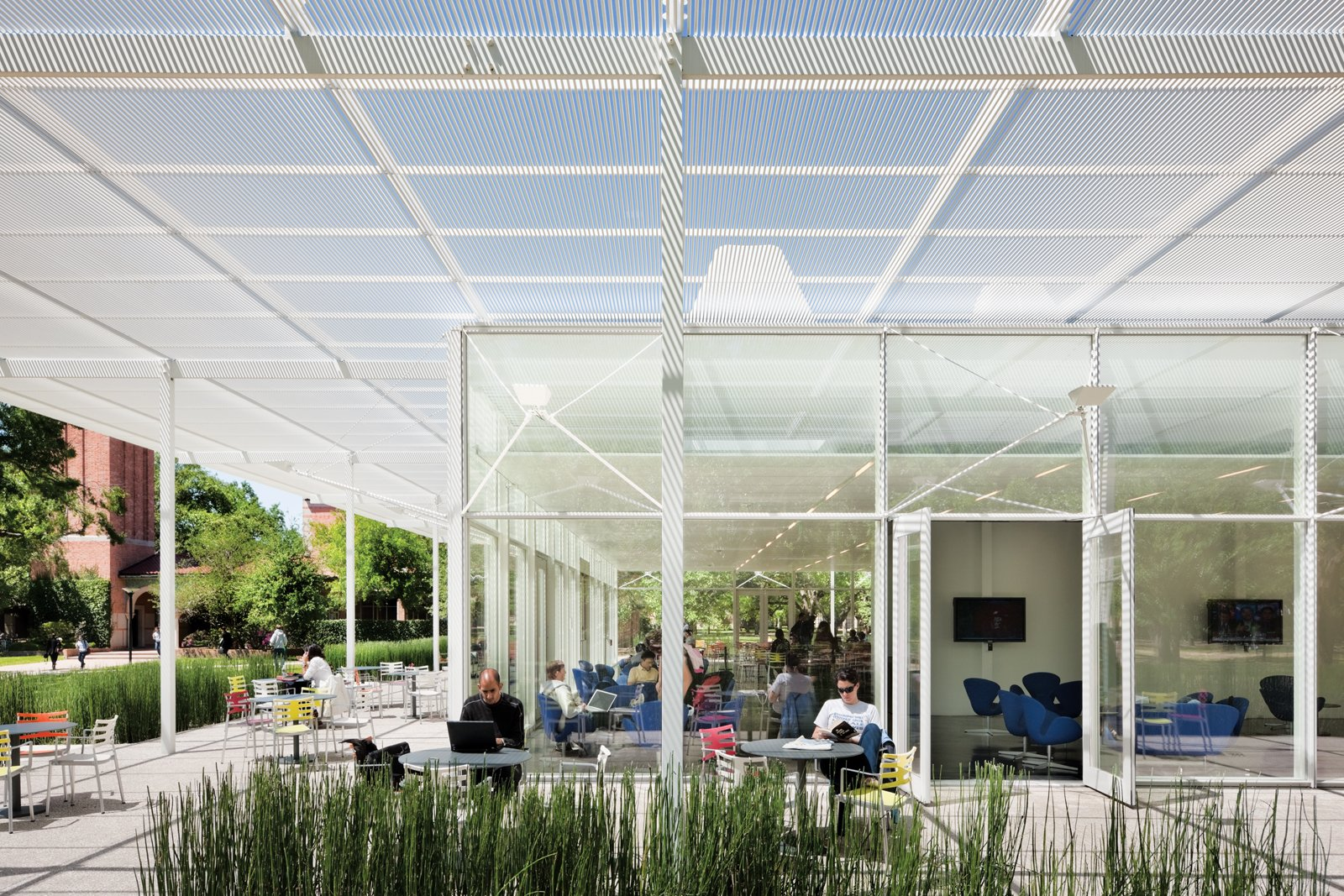 The Raymond and Susan Brochstein Pavilion at Rice University (2009).  Photo 11 of 11 in 11 Innovative and Modern Schools Where Creativity and Good Design Rule