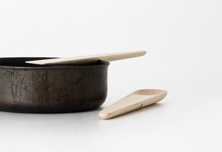 The slit in the backs of the Hang Around tools lets them rest on the sides of pots and pans.