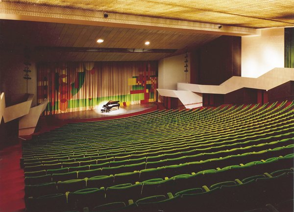 One of Dow's great civic buildings, the Midland Center for the Arts has a grand auditorium and a smashing curtain of his design. In 1969, when the theater opened, a local newspaper claimed that the space had standing room for every resident of Midland.