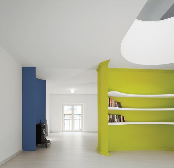 For a recently completed project in Almada, Portugal, Gadanho carved out a fluorescent green volume from a full wall running through the space. It now divides the residence without blocking light; from the entry, visitors can see all the way from the dining room to the garden.