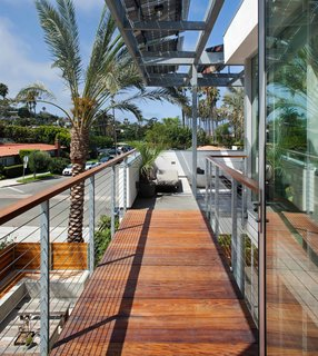 Green Home in La Jolla Blends Indoors and Outdoors - Photo 6 of 7 -
