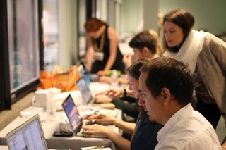 The Dwell Creative team working on stories for dwell.com at last year's Dwell on Design. (Left to right: Sara Ost, Aaron Britt, Kelsey Keith, Jaime Gillin, Alejandro Chavetta)