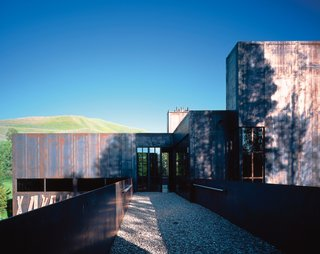 A bricklayer's daughter, Desko grew up on construction sites. The house garnered the architect a 2005 American Institute of Architects merit award in 2005.