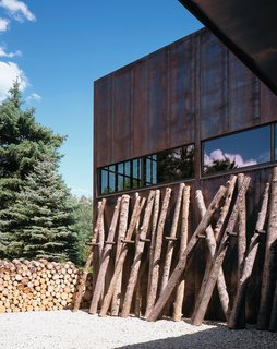 The rectilinear house is comprised of a main house and a guest house connected via a sixty-foot-long bridge.