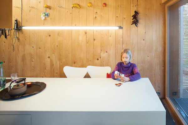 Light Line<br><br>The pair selected fluorescents in <br><br>the kitchen and dining area for their <br><br>energy efficiency, low cost, and <br><br>clean aesthetic, echoing the bamboo <br><br>screens outside. The Spina pendant <br><br>above the table is from Ribag Licht <br><br>and complies with very green Swiss <br><br>Minergie standards. <br><br>ribag.ch