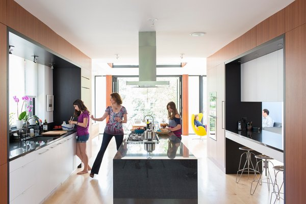 10 Stunning Ways to Use Black in Your Kitchen