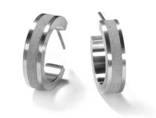 The KME175 earrings are lightweight despite being partly made of concrete.