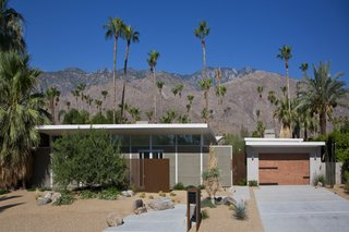 Lockyer's Sagebrush residence from 2009 carries on in the mid-century tradition without slavishly copying it.