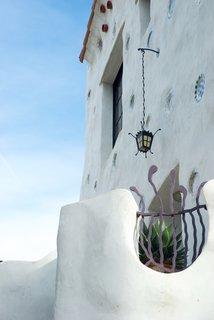 Contemporary Hints in Santa Barbara - Photo 5 of 6 -