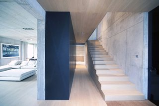 Super Minimal Steel and Concrete Villa with an Unusual Facade - Photo 4 of 10 -