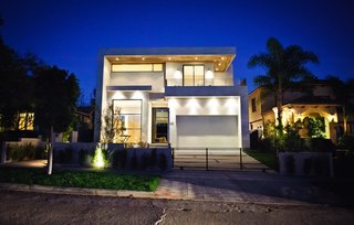 Clean Lines and Recycled Materials Compose this Modern Los Angeles Home - Photo 1 of 7 -