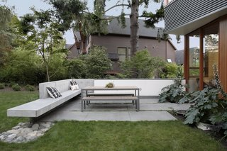 Seattle Home Carefully Blocks Out Neighbors, While Celebrating Natural Surroundings - Photo 8 of 11 -