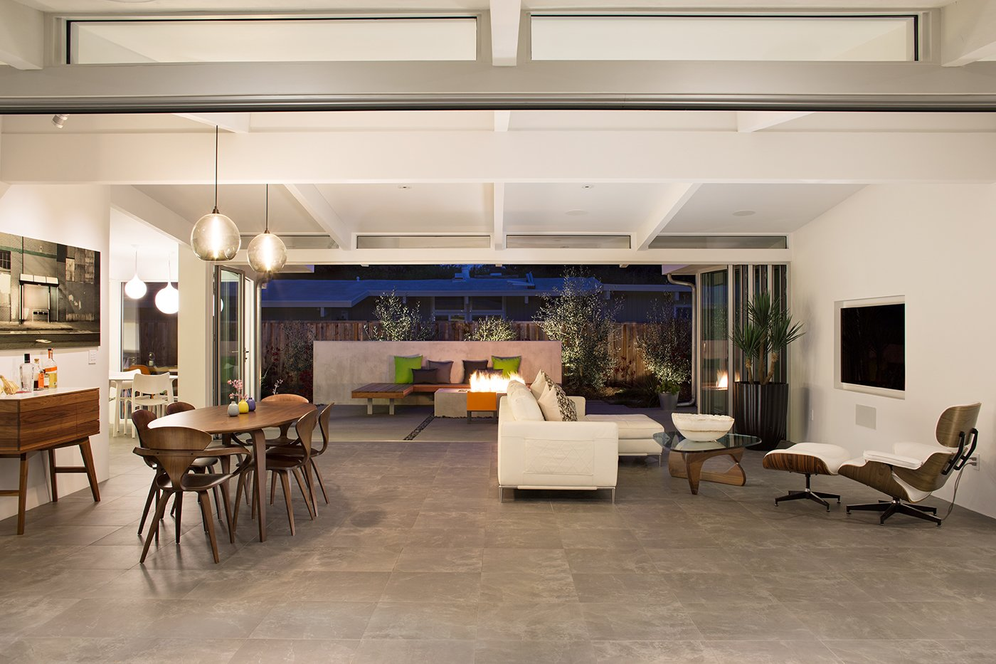 Indoor-Outdoor Home by a Midcentury Master Gets a Faithful Update