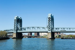 A sister tour focuses on the bridge and tunnel infrastructure of the city. Here, the Park Avenue Bridge connects Manhattan to the Bronx.