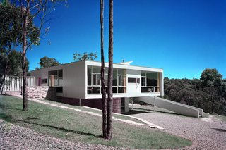 Harry Seidler: Architecture, Art, and Collaborative Design - Photo 6 of 12 - Rose Seidler House, Wahroonga, Sydney, Australia, 1948-50. Photo © Marcel Seidler