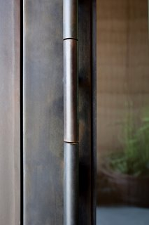 Dust designed this door handle with a mechanism similar to that of unlocking a vault—it opens with ease even though the door is heavy.