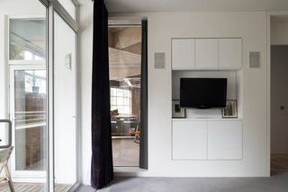 Renovation Opens Up a London Apartment - Photo 7 of 8 -