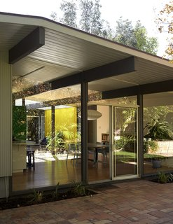This Fairhaven tract Eichler home built in 1961 in Orange, California, by architects A. Quincy Jones and Frederick E. Emmons features walls of glass.