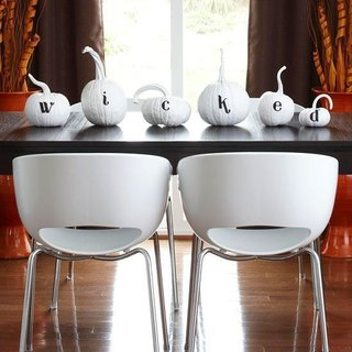 """Here's a beautiful table display with mid century flare.<br><br>Pinned by JET<br><br>""""Mid Century Modern Wicked Halloween""""<br><br>no credit available"""