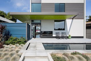 A Dull Stucco Home Becomes a Modern California Oasis - Photo 2 of 10 -