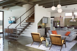A Dull Stucco Home Becomes a Modern California Oasis - Photo 8 of 10 -