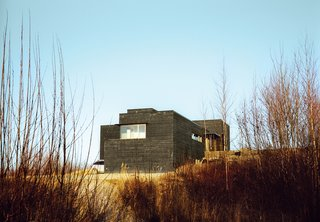 In the shadow of the newly renamed mountain Denali, amid Alaska's meadows and icy streams, a former teacher and a four-time Iditarod winner built a modernist cabin as expansive as the Last Frontier.