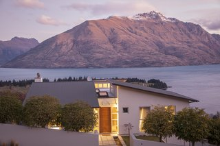 With design aesthetics akin to the mid-century modern movement in the united states, this exceptional home is perched atop the iconic Queenstown Hill and boasts incredible views. Complete with meticulously manicured grounds, five spacious bedrooms and a fully equipped modern kitchen, this residence is quintessential Queenstown living.