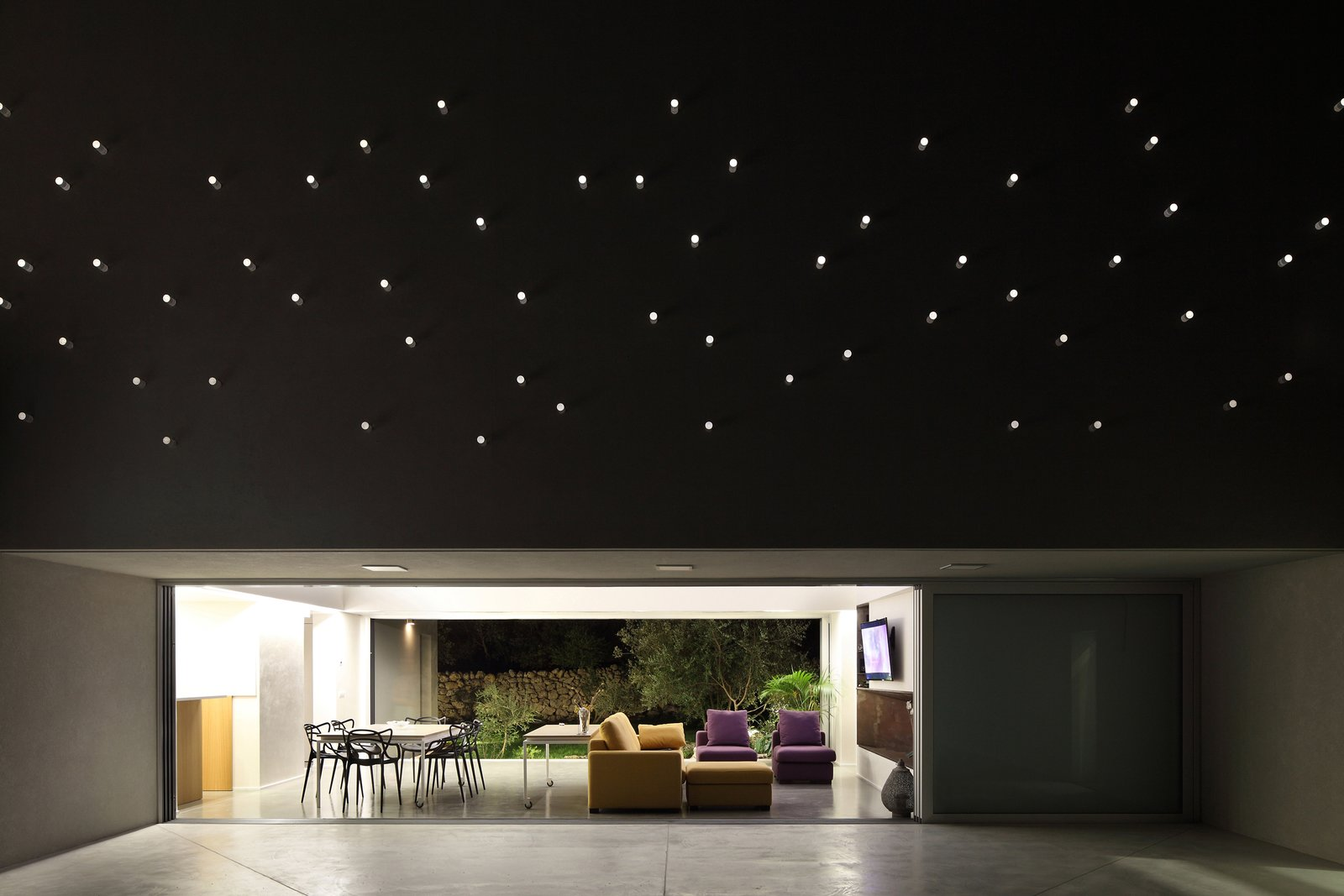 A Home That Dramatically Replicates a Starry Sky in Its Living Room