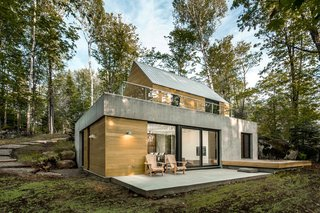 In Lac Supérieur, outside Montreal, the Fraternité-sur-Lac resort site is home to a series of modern, modular residences designed by YH2.